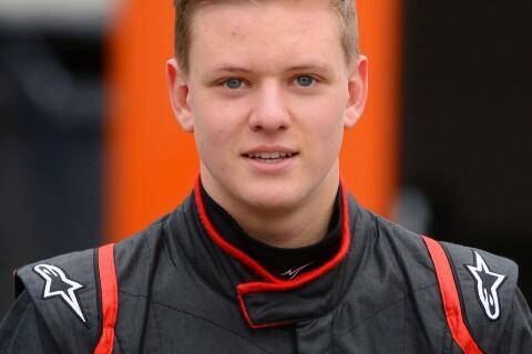 Michael Schumacher : Son fils Mick serein et souriant pour ses débuts en F4