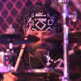 A. J. Pero, batteur de Twisted Sister, est mort le 20 mars 2015. Le groupe, qui a annoncé son ultime tournée en 2016, lui rendra hommage sur scène lors de deux concerts en mai et juin 2015.