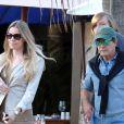Antonio Banderas et sa belle Nicole Kimpel quittent un restaurant à Marbella le 5 avril 2015