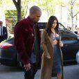 Kim Kardashian et Kanye West arrivent au Montaigne Market puis le quittent. Kim se rend ensuite au Costes avec ses cousines, pour dîner. Paris, le 14 avril 2015.