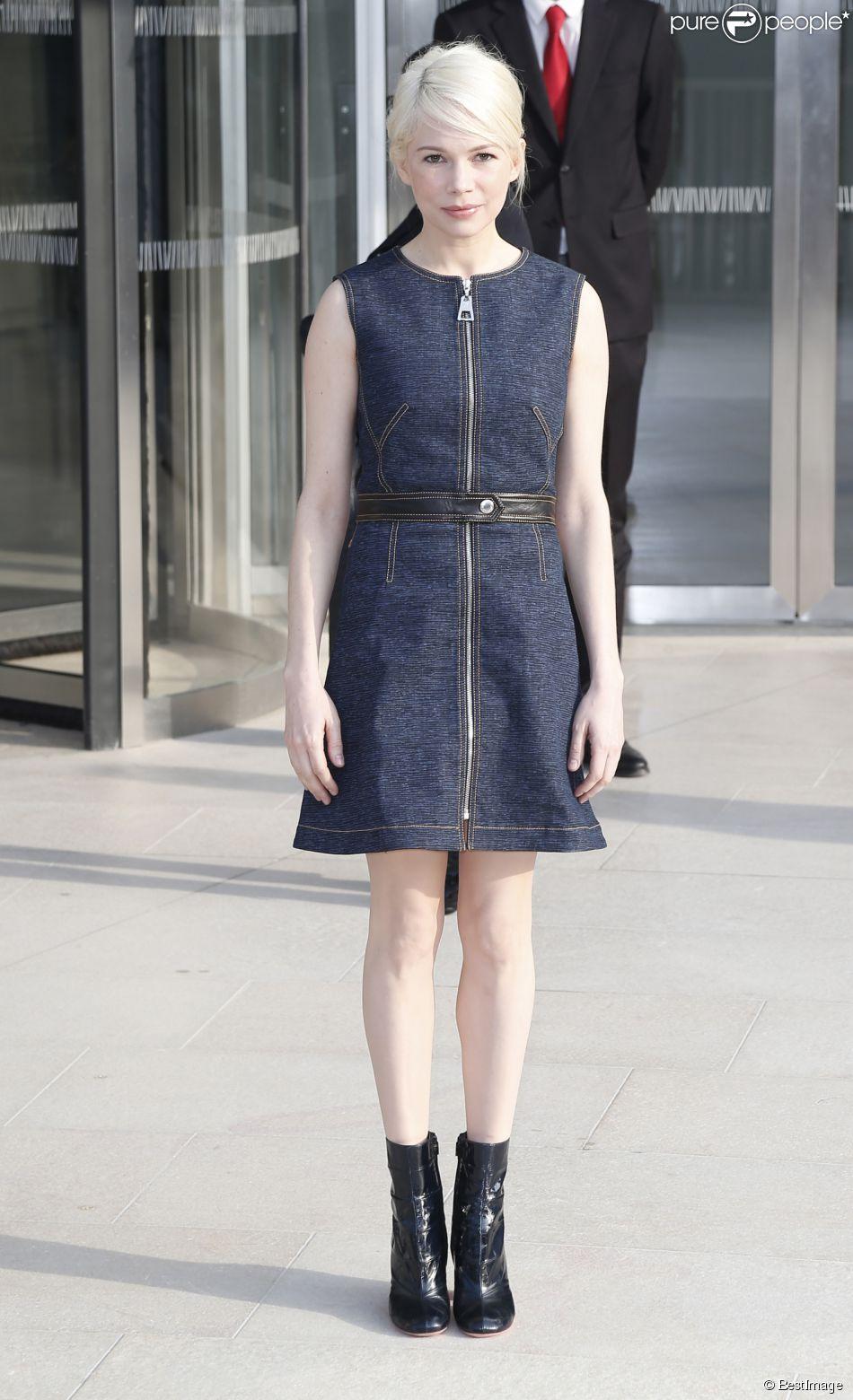 """Michelle Williams - Arrivées au défilé de mode """"Louis Vuitton"""", collection prêt-à-porter automne-hiver 2015/2016 à la fondation Louis Vuitton à Paris. Le 11 mars 2015"""