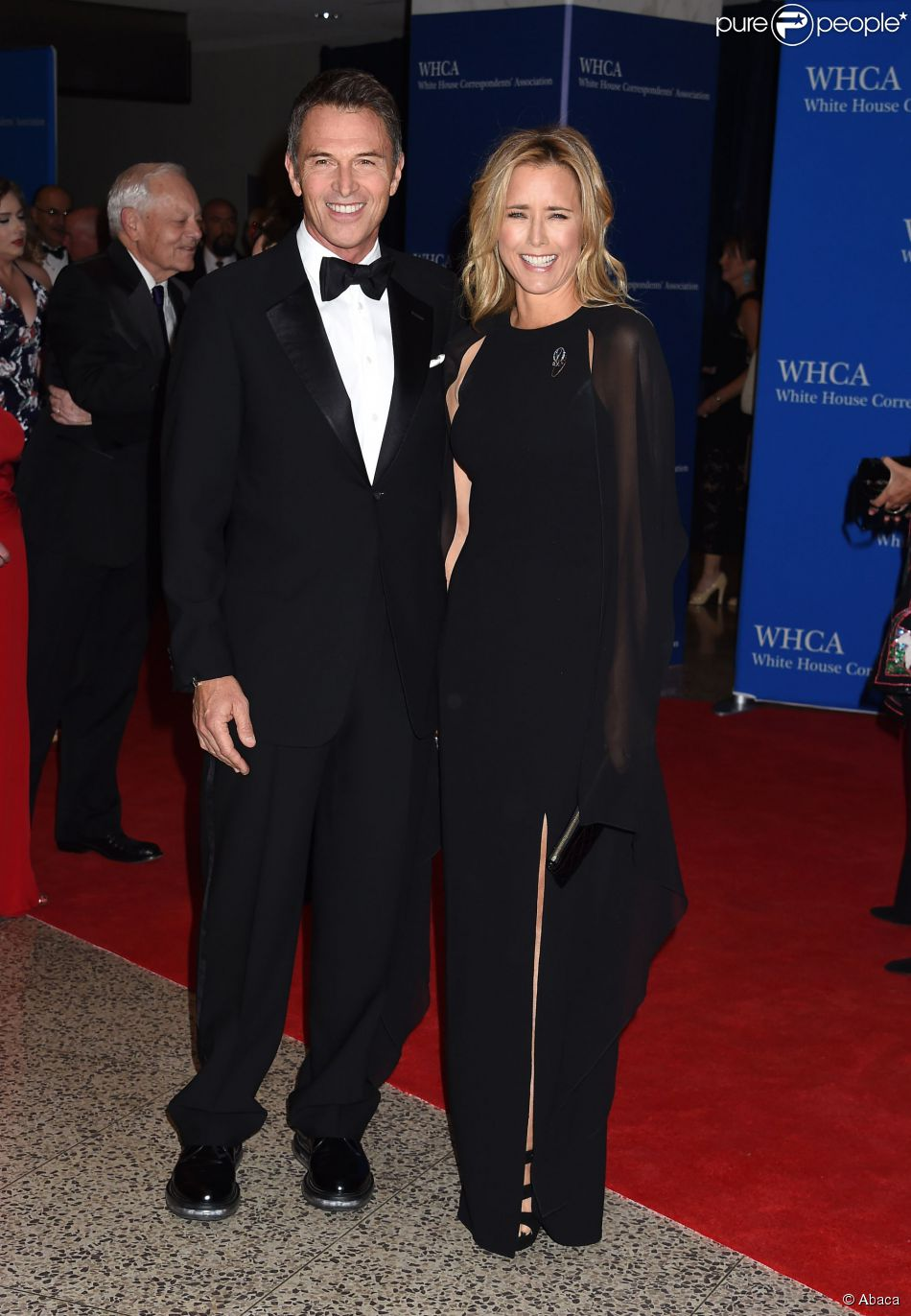 Tim Daly & Tea Leoni sur le tapis rouge de la soirée White House Correspondent's Association Gala au Washington Hilton à Washington, le 25 avril 2015