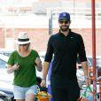 Jennie Garth et Dave Abrams se rendent au Trader Joe's Grocery Store à Hollywood, Los Angeles, le 12 avril 2015