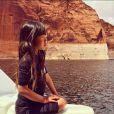 Laeticia et Johnny Hallyday ont fait un road trip à travers le grand ouest américain avec leurs filles Jade et Joy en avril 2015 - séance de yoga sur le Lac Powell