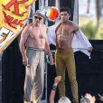 """"""" Zac Efron et Robert De Niro font le show torses nu sur le tournage du film """"Dirty Grandpa"""" à Tybee Island en Georgie, le 30 avril 2015. """""""