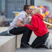 Emma Roberts, blessée, embrasse fougueusement le frère de James Franco