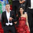"George Clooney en costume Armani et sa femme Amal Alamuddin Clooney dans une robe de la maison Margiela - Soirée Costume Institute Gala 2015 (Met Ball) au Metropolitan Museum célébrant l'ouverture de Chine : ""China, Through the Looking Glass"", à New York le 4 mai 2015"