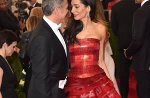 George Clooney et Amal, superbes amoureux parmi les couples glamour du MET Ball