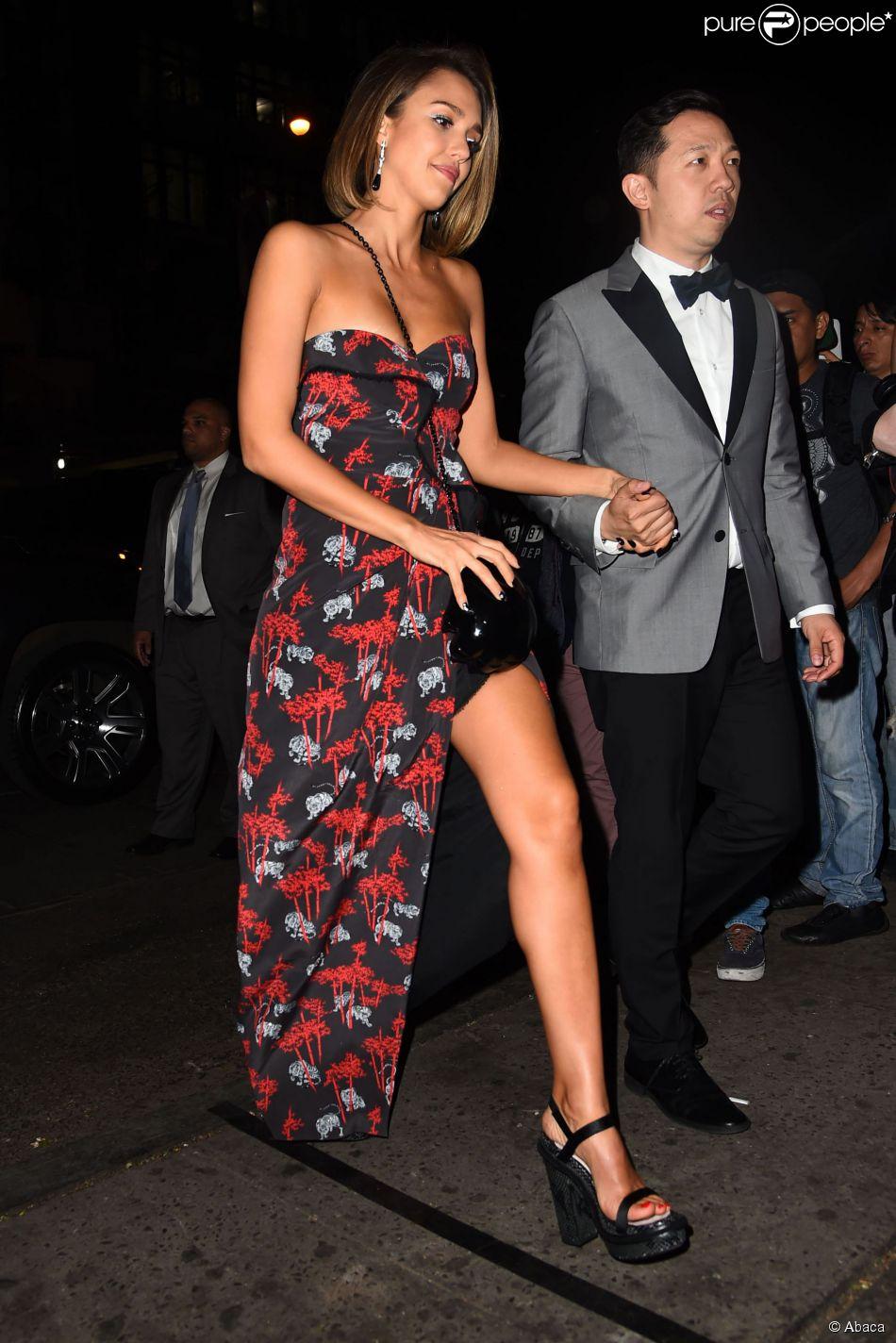 Jessica Alba et Humberto Leon arrivent à l'Up & Down pour la soirée post-Met Gala de Rihanna. New York, le 5 mai 2015.