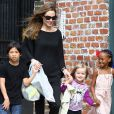 Angelina Jolie et trois de ses enfants à la Nouvelle-Orléans, le 11 mars 2012.