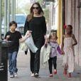 Angelina Jolie avec Zahara, Pax et Vivienne à la Nouvelle-Orléans le 11 mars 2012.