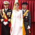 Letizia d'Espagne présidait le 13 mai 2015 la cérémonie de remise du drapeau à la 11e section de la Garde civile espagnole, à Vitoria-Gasteiz. Pour l'occasion, l'épouse du roi Felipe VI a fait souffler un vent de modernité en remettant son ensemble blanc du couronnement plutôt que la dentelle noire et la mantille traditionnellement utilisées.