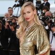"""Natasha Poly (robe Michael Kors) - Montée des marches du film """"The Sea of Trees"""" (La Forêt des Songes) lors du 68e Festival International du Film de Cannes, le 16 mai 2015."""