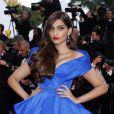 """Sonam Kapoor (robe Ralph & Russo) - Montée des marches du film """"The Sea of Trees"""" (La Forêt des Songes) lors du 68e Festival International du Film de Cannes, le 16 mai 2015."""