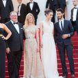 """Amy Poelher, John Lasseter, Mélanie Laurent, Charlotte Le Bon, Pierre Niney, Pierre Lescure - Montée des marches du film """"Inside Out"""" (Vice-Versa) lors du 68e Festival International du Film de Cannes, le 18 mai 2015."""