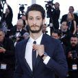 """Pierre Niney - Montée des marches du film """"Inside Out"""" (Vice-Versa) lors du 68e Festival International du Film de Cannes, le 18 mai 2015."""