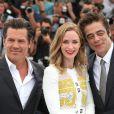 "Josh Brolin, Emily Blunt, Benicio del Toro - Photocall du film ""Sicario"" lors du 68e festival international du film de Cannes le 19 mai 2015."