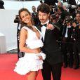 """Lucie Lucas pétillante avec Gabe Klinger - Montée des marches du film """"Sicario"""" lors du 68e Festival International du Film de Cannes le 19 mai 2015."""