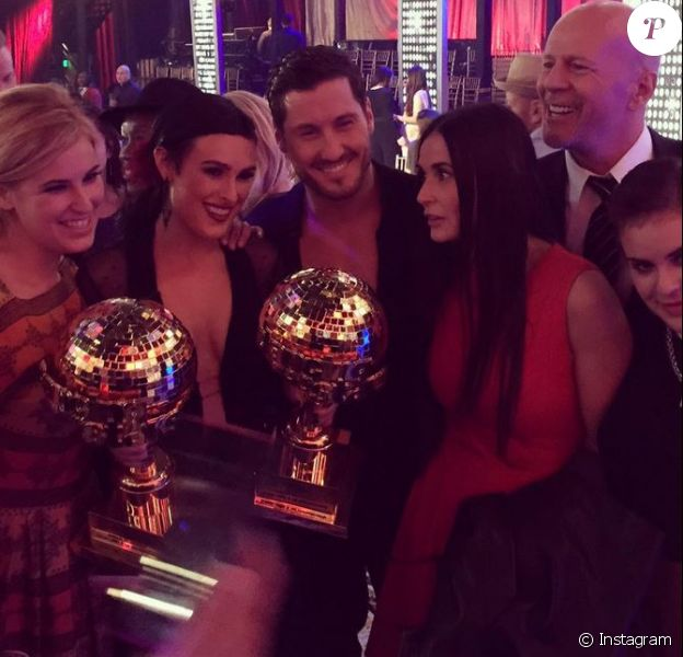 Rumer Willis a remporté la 20e saison de Dancing with the Stars devant ses soeurs et ses parents Bruce Willis et Demi Moore le 19 mai 2015