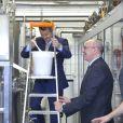 Le prince Frederik, qui joue les maîtres-brasseurs, et la princesse Mary de Danemark visitaient le 20 mai 2015 la brasserie Holsten à Hambourg, propriété de Carlsberg, avant de continuer leur visite officielle en Allemagne à Munich.