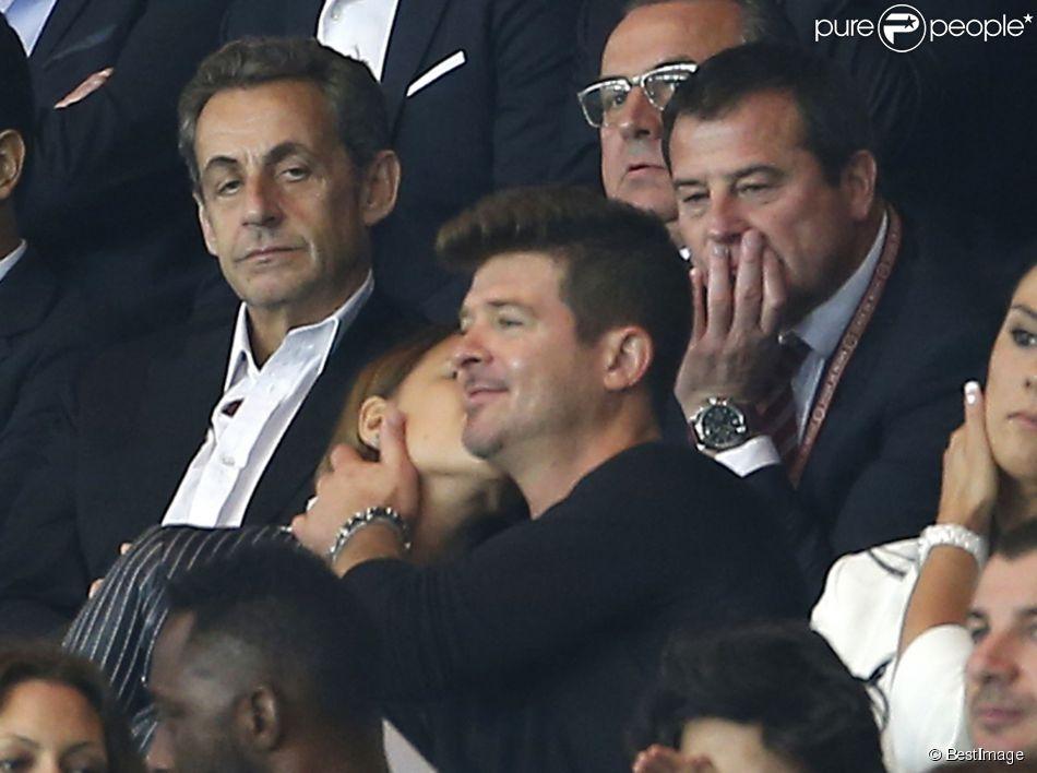 Nicolas Sarkozy, Robin Thicke et sa compagne, le mannequin April Love Geary, assistent au match Paris Saint-Germain - Stade de Reims au Parc des Princes. Paris, le 23 mai 2015.