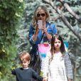 Sarah Michelle Gellar et ses enfants Charlotte Grace et Rocky James se rendent à la fête d'anniversaire de Keeva, la fille d'Alyson Hannigan à Los Angeles le 23 mai 2015