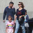 Exclusif - Jessica Alba en famille avec son mari Cash Warren et leurs enfants Honor et Haven à la sortie d'une pharmacie à Beverly Hills, le 25 mai 2015