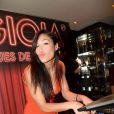 """Exclusif - Zaho - Florent Mothe et Zaho aux platines du restaurant La Gioia lors de la soirée """"Les musiques de la Gioia"""" à Paris, le 27 mai 2015."""