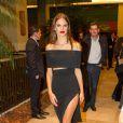 Alessandra Ambrosio renversante lors d'une soirée à Sao Paulo le 28 mai 2015
