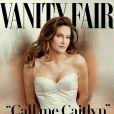 Caitlyn Jenner (anciennement Bruce) en couverture de Vanity Fair et les réactions de sa famille sur les réseaux sociaux. Juin 2015.