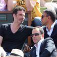 Richard Orlinski et Ramzi Khiroun (Directeur des relations extérieures Lagardère et porte parole de Lagardère SCA) assistent au quart de finale entre Novak Djokovic et Rafael Nadal dans les tribunes des Internationaux de France de tennis de Roland-Garros à Paris le 3 juin 2015.03/06/2015 - Paris