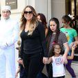 Mariah Carey sort de son hôtel avec ses enfants Monroe et Moroccan le 7 juin 2015 à Paris