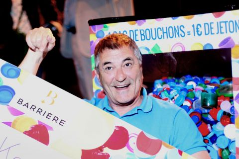 Jean-Marie Bigard : Il croule sous des tonnes d'amour et un chèque record !