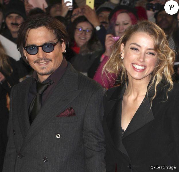 """Johnny Depp et sa fiancée Amber Heard - Première du film """"Charlie Mortdecai"""" à l'Empire, Leicester Square, à Londres, le 19 janvier 2015."""