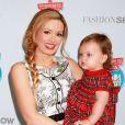 Holly Madison et sa fille Rainbow à Las Vegas, le 13 novembre 2014.