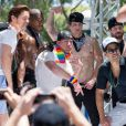 "Channing Tatum, Matt Bomer et Adam Rodriguez sur leur char ""Magic Mike XXL"" lors de la parade de la ""Los Angeles Gay Pride"" à West Hollywood, le  dimanche 14 juin 2015."