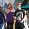 Paris Jackson et Chester Castellaw vont chercher un smoothie chez SunLife Organics, Los Angeles, le 16 mai 2015