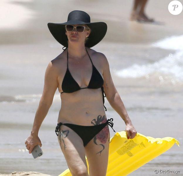 Exclusif - Jennie Garth tatouée et en vacances à Oahu. Le 25 juin 2015