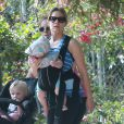 Exclusif - Kristen Bell se promène avec sa fille Delta au parc Griffith à Los Feliz. le 2 juillet 2015