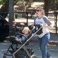 Kristen Bell se promène avec ses enfants Lincoln et Delta au Griffith Park à Los Feliz, le 16 juin 2015.
