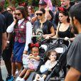 Kim Kardashian enceinte et sa fille North West assistent à l'anniversaire de Penelope Disick (3 ans) au parc d'attractions Disneyland. Anaheim, le 8 juillet 2015.