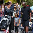 Kris Jenner, son petit-fils Mason, Kim Kardashian enceinte, sa fille North et Corey Gamble assistent à l'anniversaire de Penelope Disick (3 ans) au parc d'attractions Disneyland. Anaheim, le 8 juillet 2015.