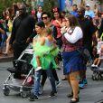 Kris Jenner, son compagnon Corey Gamble, Kourtney Kardashian et sa fille Penelope au parc d'attractions Disneyland. Anaheim, le 8 juillet 2015.