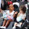 North West en poussette à Disneyland, lors de l'anniversaire de sa cousine Penelope Disick (3 ans). Anaheim, le 8 juillet 2015.
