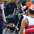 Kim Kardashian enceinte et sa fille North assistent à l'anniversaire de Penelope Disick (3 ans) au parc d'attractions Disneyland. Anaheim, le 8 juillet 2015.
