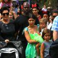Kourtney Kardashian, ses enfants Penelope (qui fête ses 3 ans) et Mason, Kris Jenner et Corey Gamble passent leur après-midi en famille à Disneyland. Anaheim, le 8 juillet 2015.