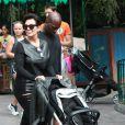 Kris Jenner et Corey Gamble assistent à l'anniversaire de Penelope Disick (3 ans) au parc d'attractions Disneyland. Anaheim, le 8 juillet 2015.