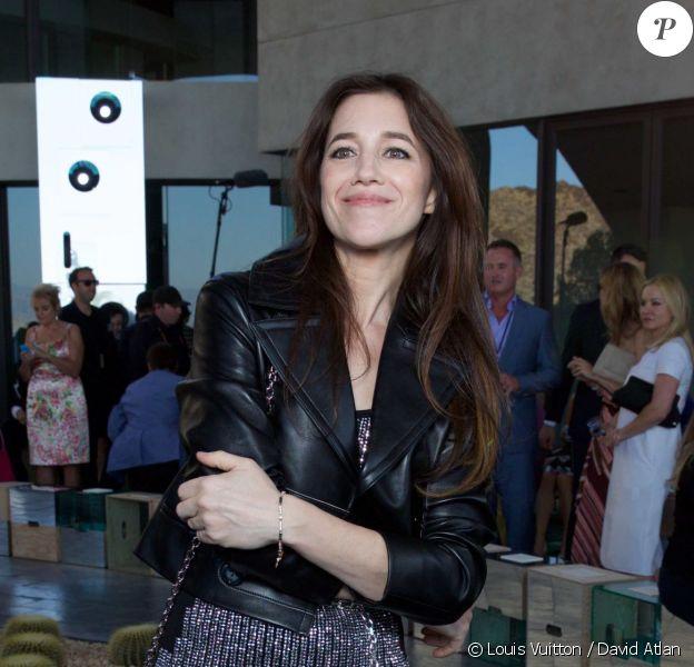 Charlotte Gainsbourg lors du défilé Louis Vuitton croisière 2016 à la résidence de Bob et Dolores Hope. Palm Springs, le 6 mai 2015.
