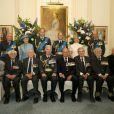 La prince Philip a un peu mis la pression au photographe, mais finalement, elle est quand même réussie, cette photo de groupe ! Le prince William, le duc d'Edimbourg, le prince Edward, la comtesse Sophie de Wessex, le duc de Gloucester et le duc de Kent participaient le 10 juillet 2015 à une réception et un déjeuner au RAFClub, à Londres, dans le cadre des commémorations des 75 ans de la Bataille d'Angleterre.