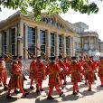 La reine Elizabeth II et le prince Philip, duc d'Edimbourg, passent en revue les gardes de la reine dans les jardins de Buckingham le 9 juillet 2015.